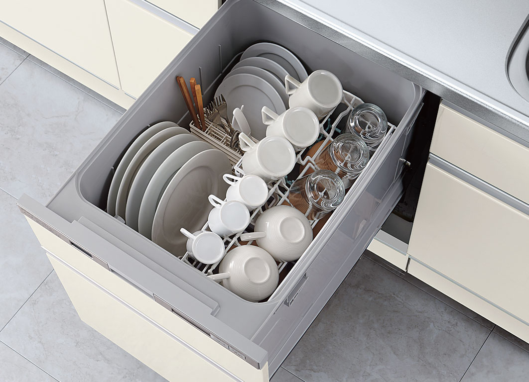 どんなレシピもスイスイ調理<br /> 料理がもっと楽しくなる<br /> <br /> 調理スペースを広げるダブルサポートシンクや、道具をパッと取り出せる収納など、リシェルSIには、手際よく作業できる工夫がたくさん詰まっています