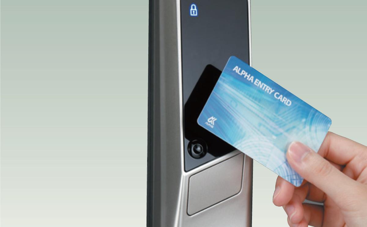 ICカード<br /> <br /> 動ボタンを押してICカードを近づけるだけで施解錠ができます。